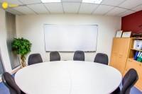 Wego維格遊學-參訪曼谷商業管理學院-BSM 泰國曼谷語言學校-會議桌